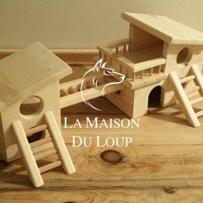 Image de aire de jeu pour hamster en bois massif. Fabriqué par Maison du Loup