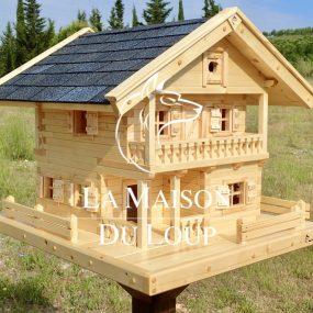 Villa d'oiseaux en bois massif